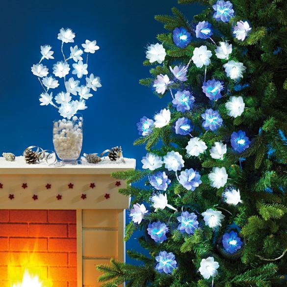 Lichterkette mit Blüten