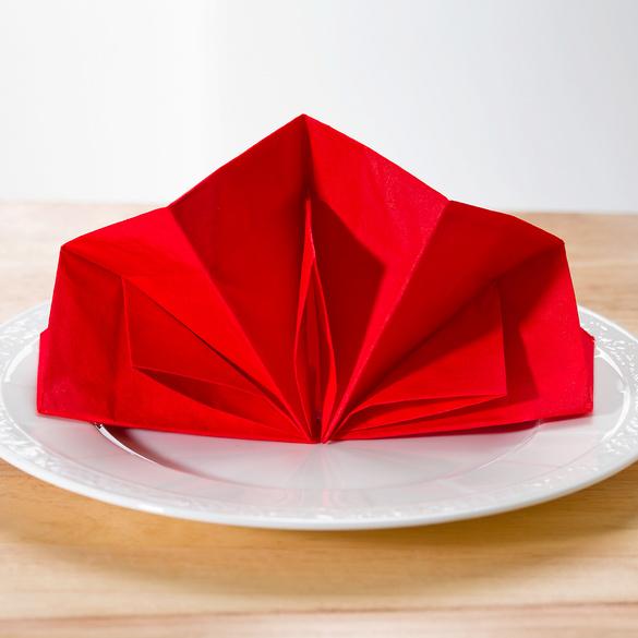12 vorgefaltete Servietten rot