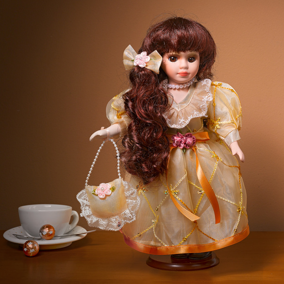 "Porzellan-Puppe ""Christine"""