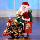 Weihnachtsmann auf Lok