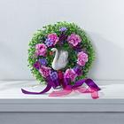 Blumenkranz mit Schwan